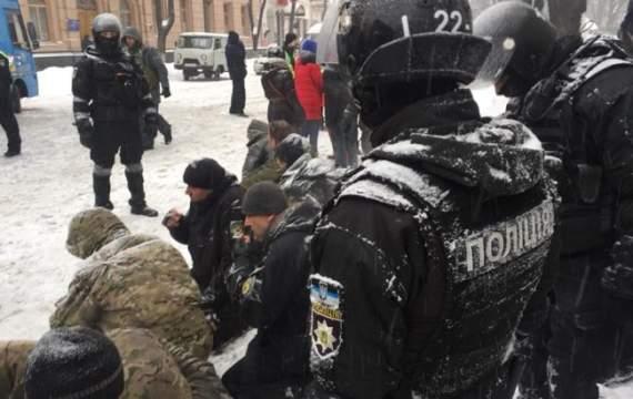 Правоохоронці знесли наметове містечко під Радою, є постраждалі й затримані