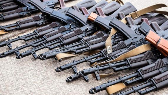 В Торезе боевики начали продавать оружие!!!