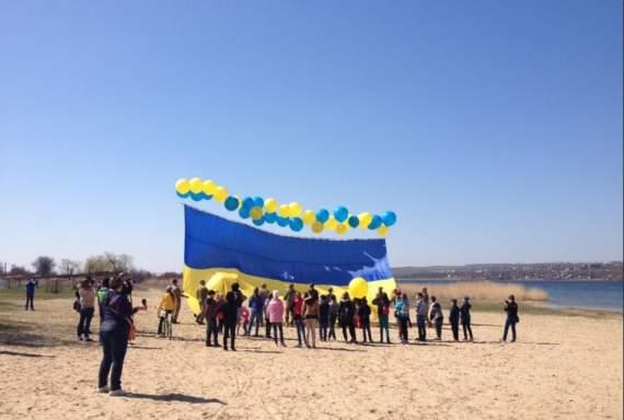 Над Горловкой и Донецком гордо пролетел украинский флаг