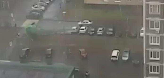Ураган в Москві: Загибель дитини потрапила на відео