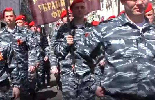 Экс-беркутовцы, которых подозревают в убийствах на Майдане, засветились на «параде» в Москве (видео)