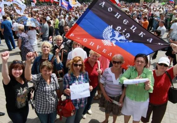 В центре Донецка во время митинга прозвучал взрыв.