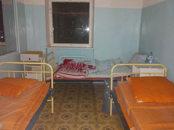 На кроватях нет белья и вода холодная: в сети показали фото из роддома в Крыму. СКРИН