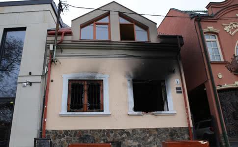 Нападавшие на здание Общества венгров в Ужгороде планировали диверсии на военных объектах Закарпатья, – СБУ