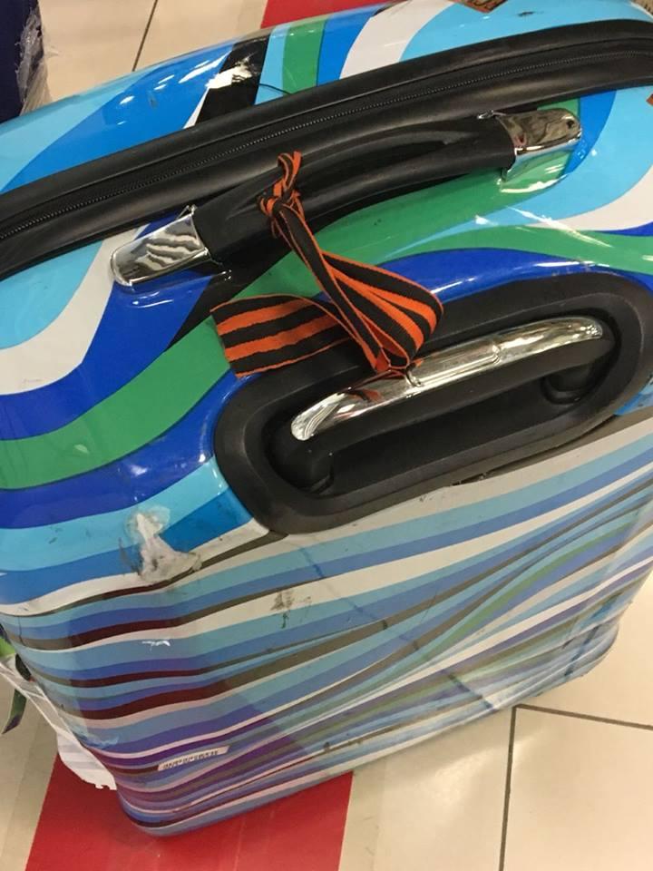 """Нехай щастить: россиян с """"колорадками"""" на чемоданах отправили домой тем же самолетом. СКРИН"""