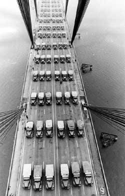 Открытие «крымского моста» отложено на год послее феерических «испытаний»