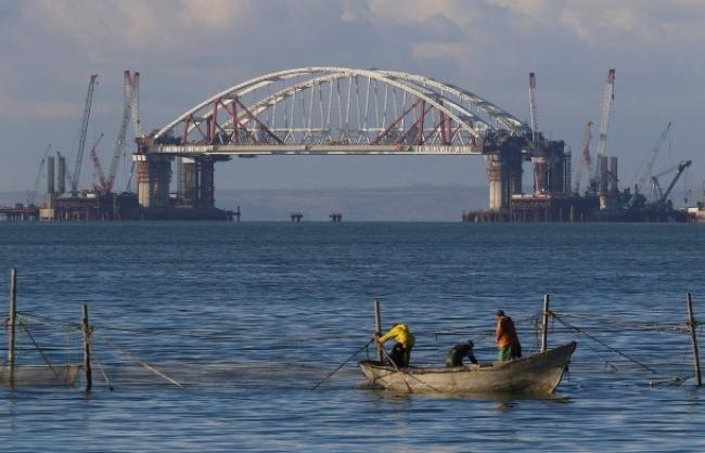 Washington Examiner : Украине стоит нанести авиаудар по мосту оккупантов в Керчи