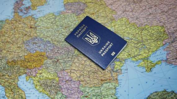 Крымчане ненавидят Украину, но держат украинские паспорта из-за безвиза – генерал