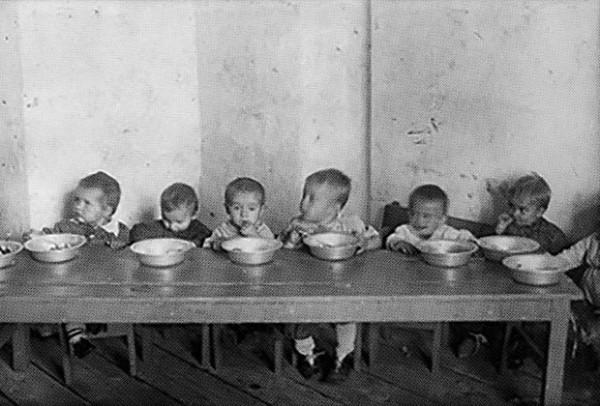 """Ко Дню защиты детей: Как Сталин """"счастливое"""" советское детство """"защищал"""""""