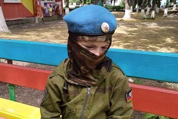 Настоящий ад: 7-летний мальчик похвастался, что помогает оккупантам убивать украинцев (видео)