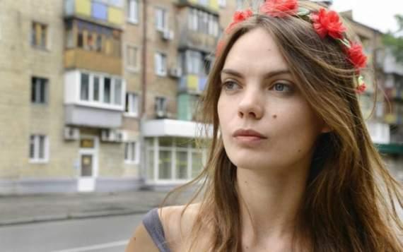 """""""Ви всі – фейк"""": учасниця Femen наклала на себе руки"""
