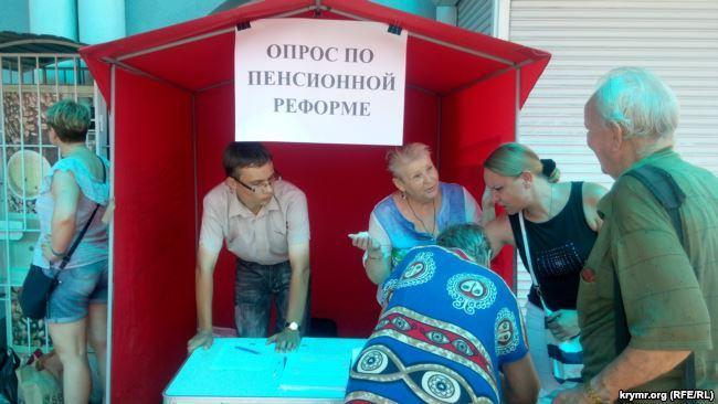 «Крым наш, пенсии не ваши»: в оккупированном Севастополе собирают подписи за новый «референдум»