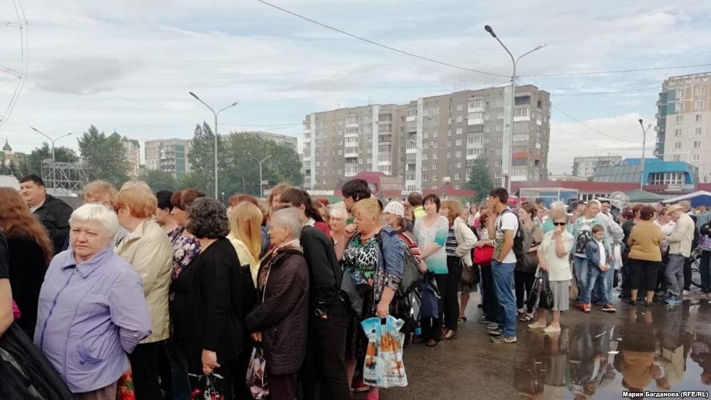 Скрепы русского мира: жители Новокузнецка устроили драку в очереди за бесплатными пельменями