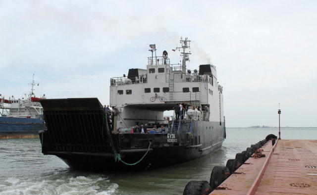 Скрепы трещат: расколовшийся паром остановил работу переправы через Керченский пролив