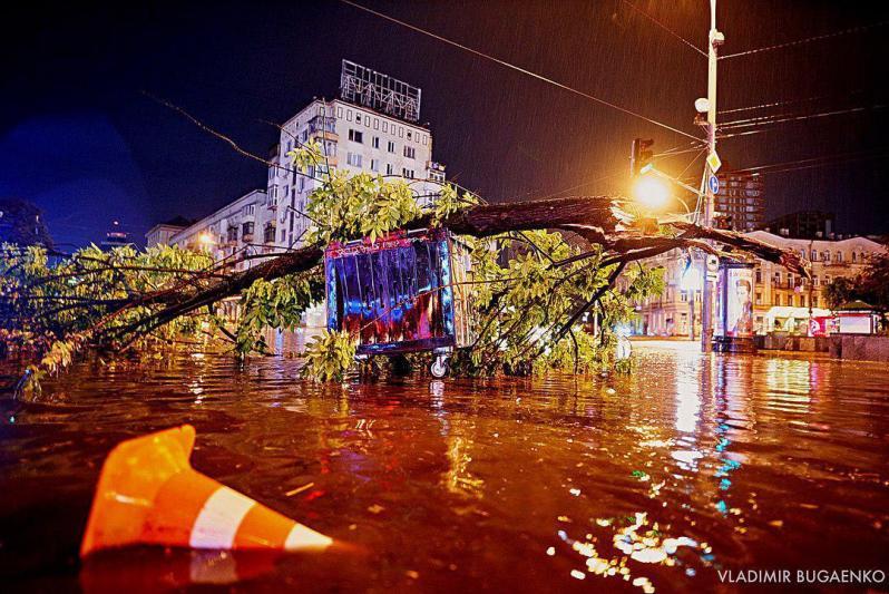 Київ під водою: з'явилися нові ефектні фото погодного Армагеддону в столиці