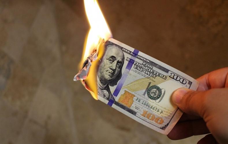 Руззкие окончательно рехнулись: в Кремле заявили, что доллару хана и призывают сжигать валюту