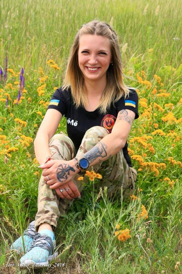 Сети впечатлило фото красавицы-морпеха из ВСУ, раненной на Донбассе