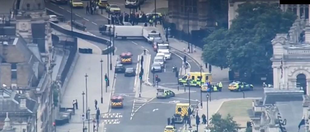 Теракт у центрі Лондона: з'явилися перші фото і відео з місця НП