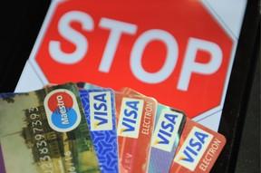 За железным занавесом. На примере Крыма россиян пробуют отучить от VISA, Mastercard и SWIFT
