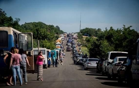 Террористы «ДНР» на блокпосту под Горловкой угрожают людям