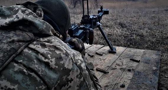 В районе Авдеевки террористы напали на украинских военных, идет бой