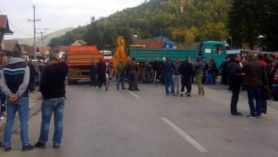 Сербия заблокировала дорогу на границе с Косово