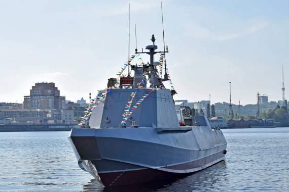 На воду спустили второй «Кентавр» для ВМС Украины: его крестной стала девушка-морпех. ФОТО