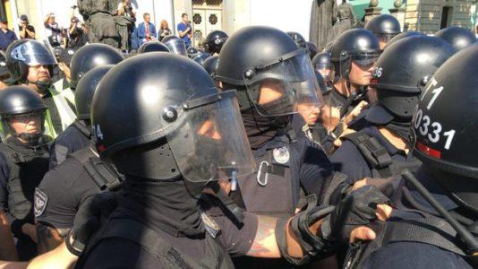В результате столкновений под Радой пострадал полицейский