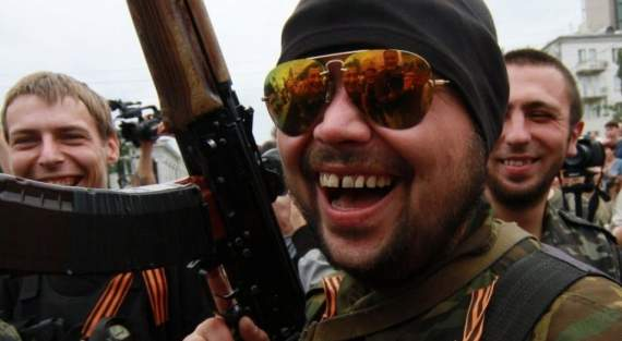 Донецке военные РФ грабят и избивают местных жителей