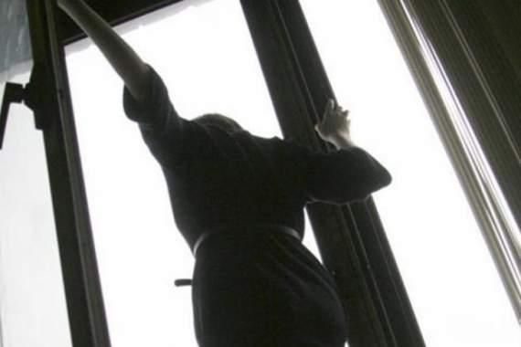 В Киеве, выбросившись из окна, погибла девушка