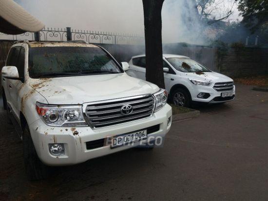 В Киеве авто российских дипломатов обмазали фекалиями.  ФОТО