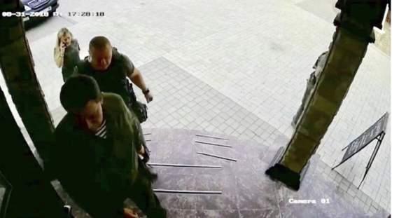 """Появились кадры за несколько секунд до взрыва Захарченко в кафе """"Сепар"""""""
