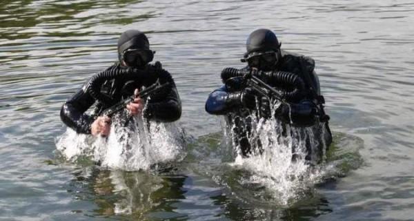 А боялись украинских ДРГ. Плавучий кран оккупантов протаранил крымский мост.