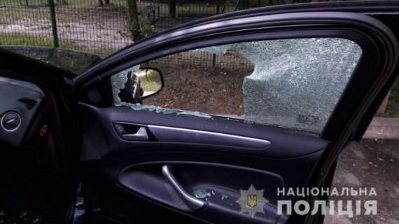 Во Львове бросили гранату в автомобиль жителя Крыма. ФОТО