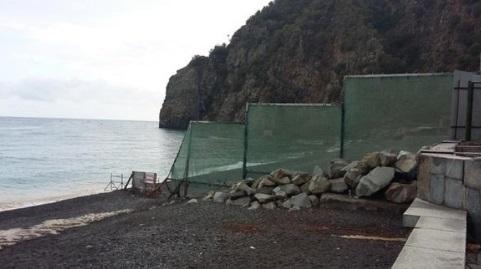 """""""Камни с неба"""": в сети показали фото, как Россия отбирает у крымчан море"""