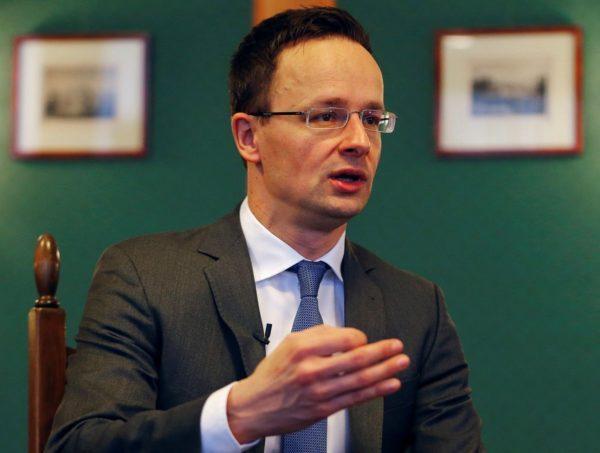 Голова МЗС Угорщини відкрито вирішив пригрозити Україні військами НАТО (відео)