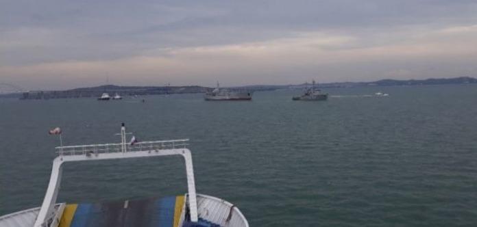 Кораблі ВМС України пройшли Кримський міст