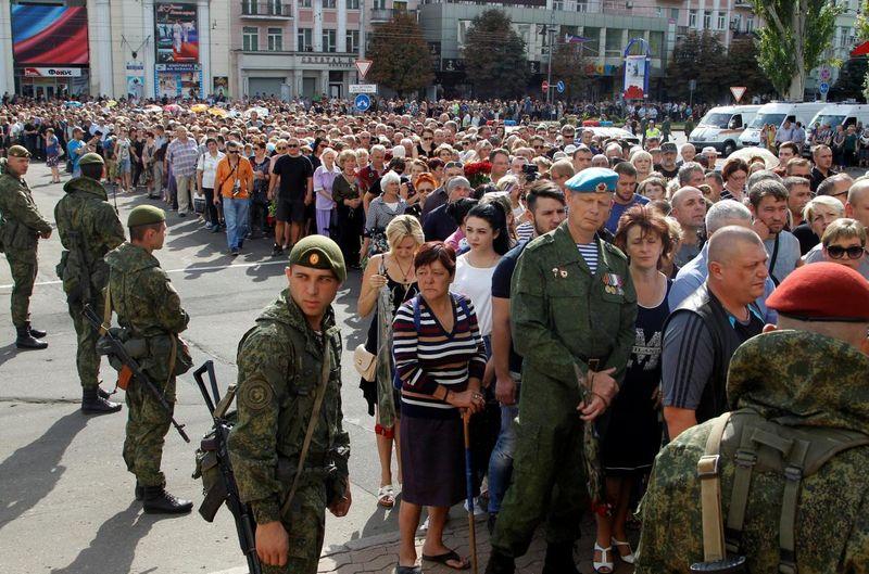 На похороны Захарченко в приказном порядке сгоняли студентов и бюджетников