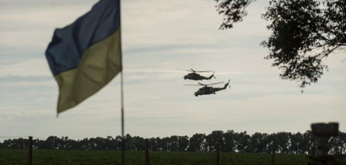 Показали терористам середній палець. Розвідники встановили прапор України під носом у бойовиків