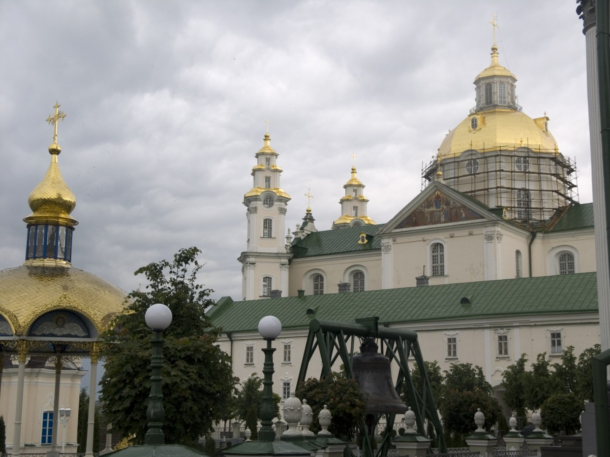 Щури почали вивозити з Почаївської лаври українське майно до Московії!