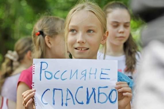 РФ поставляет в «ДНР» червивые конфеты. ФОТО