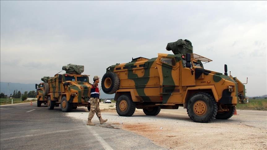 Турция стягивает бронетехнику к границе с Сирией