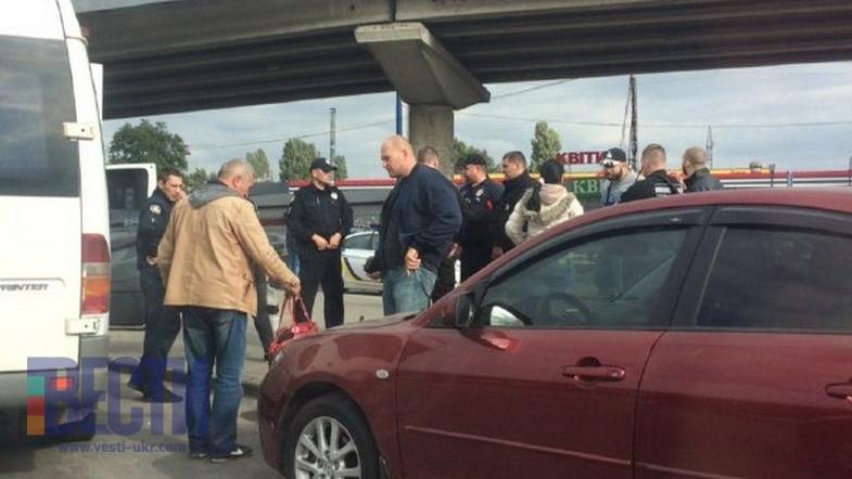 У Києві троє головорізів захопили маршрутку з людьми