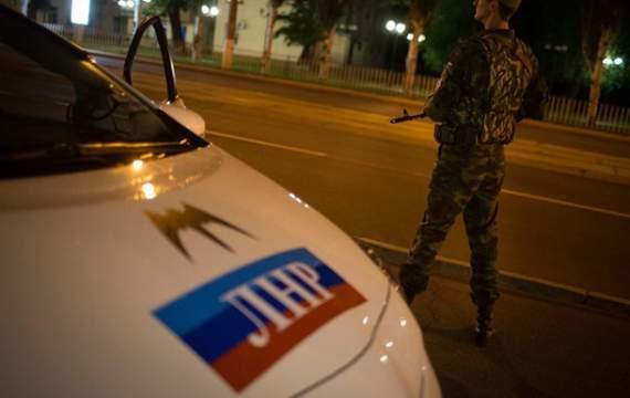 """На оккупированной Луганщине люди избили """"милиционера"""""""