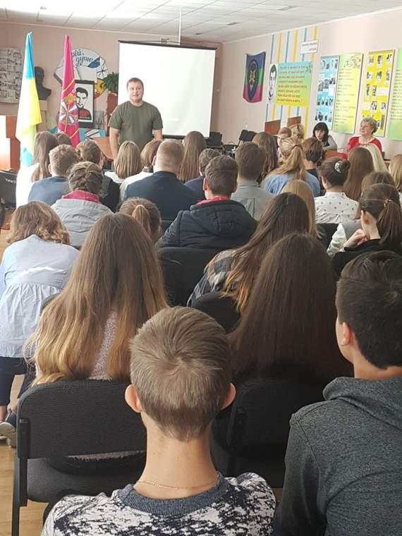 """""""Им так удобнее"""": Ветерана АТО шокировало количество русскоговорящих учеников одной из Киевских школ"""