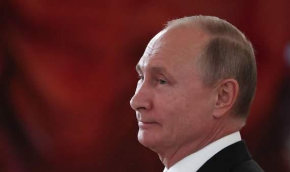 Путин читает, что Севастополь всегда был русским