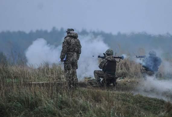 Украинские военные показали, как отбивают атаки террористов. ВИДЕО