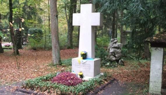 Надругательство над могилой: в Вьятровича предлагают перезахоронить Бандеру
