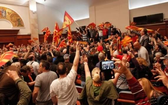 Парламент Македонии поддержал поправку о переименовании страны