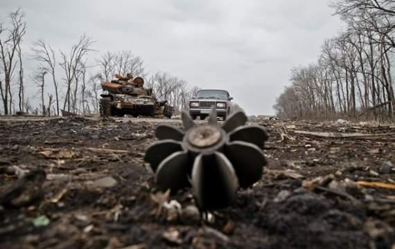 Боевики накрыли плотным огнем защитников Новолуганского